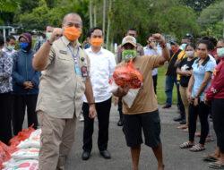 Prihatin dengan Mahasiswa Tidak Mudik, GTPP Provinsi Sumut Salurkan Bantuan Sembako
