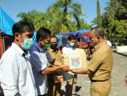 Bupati Mamuju Serahkan Sepuluh Ribu Paket Sembako di Sebelas Kecamatan