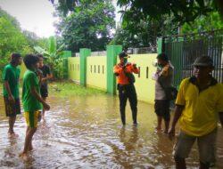 Bhabinkamtibmas Samata Bersama Senkom Tinjau Lokasi Banjir