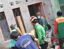 Recovery Pasca Gempa, Tim Rescue Wahdah Bantu Bersihkan Rumah Warga