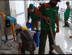 Wahdah Terjunkan Relawan Bersihkan Puing Gempa di RS Regional Sulbar