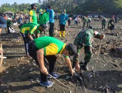Kompak, Warga LDII Tabanan dan Kodim 1619 Bersihkan Sampah di Pantai Kelating