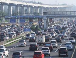 Kemacetan Mengular 8 Km di Hari Pertama Penyekatan, Polisi 'Los-kan' Arus Mudik